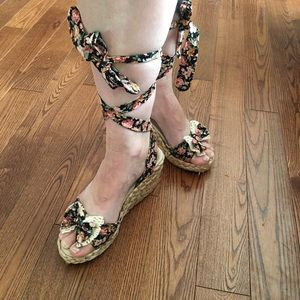 Shoes - ⚡️2 for $20⚡️Flowered espadrilles